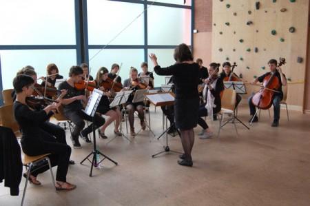 Eroeffnung-Turnhalle-Schulorchester